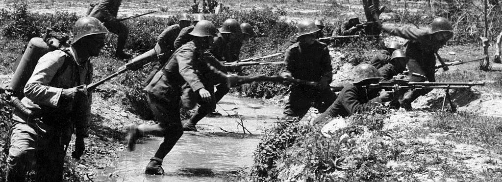 Carga de soldados rumanos en el Cáucaso.