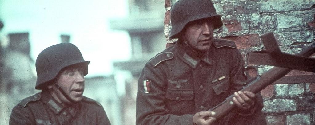 Dos soldados de la Legión de Voluntarios Franceses en Rusia.