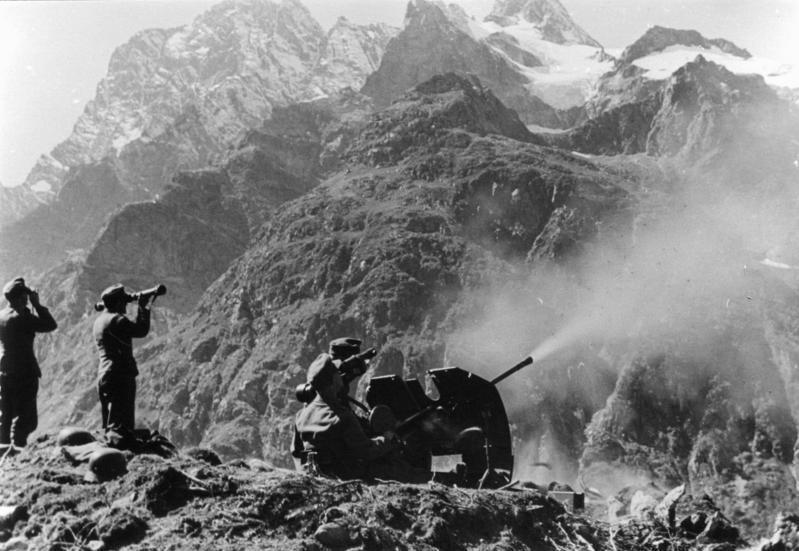 Pieza de artillería alemana en el Cáucaso.