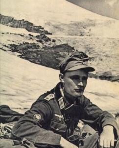"""Soldado caucásico de la Unidad Especial """"Bergmann""""."""