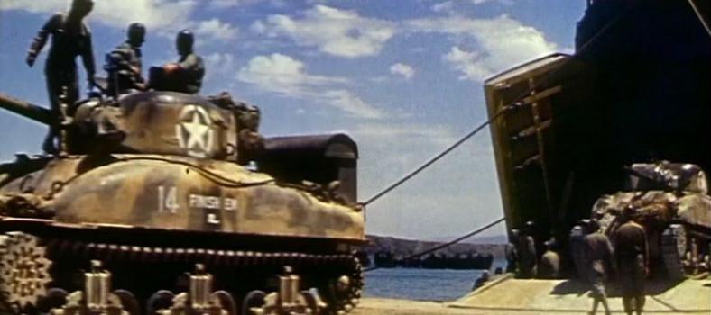 Desembarco en Gela de refuerzos estadounidenses con tanques Sherman.