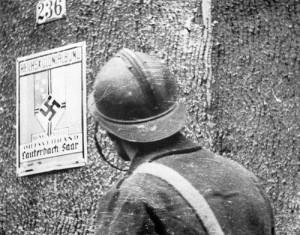Soldado francés en una ciudad del Sarre.
