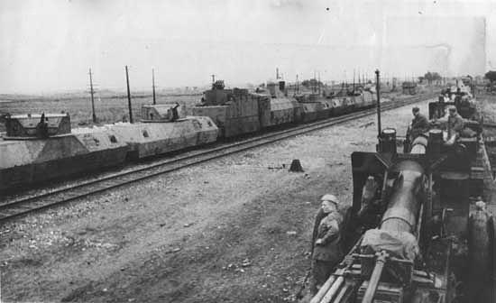 Tren blindado soviético OT-3 durante la Segunda Guerra Mundial.