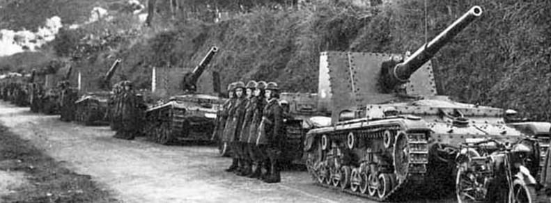 Columna de tanques italianos Semovente 90/53 en la campaña de Sicilia de 1943.