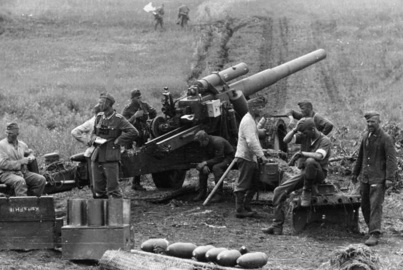 """Cañón alemán en la Segunda Batalla de Kharkov durante la """"Operación Fridericus II""""."""