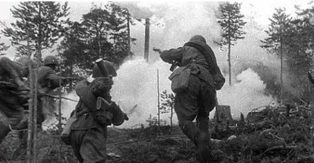 Soldados soviéticos al asalto durante la Segunda Batalla de Kharkov.